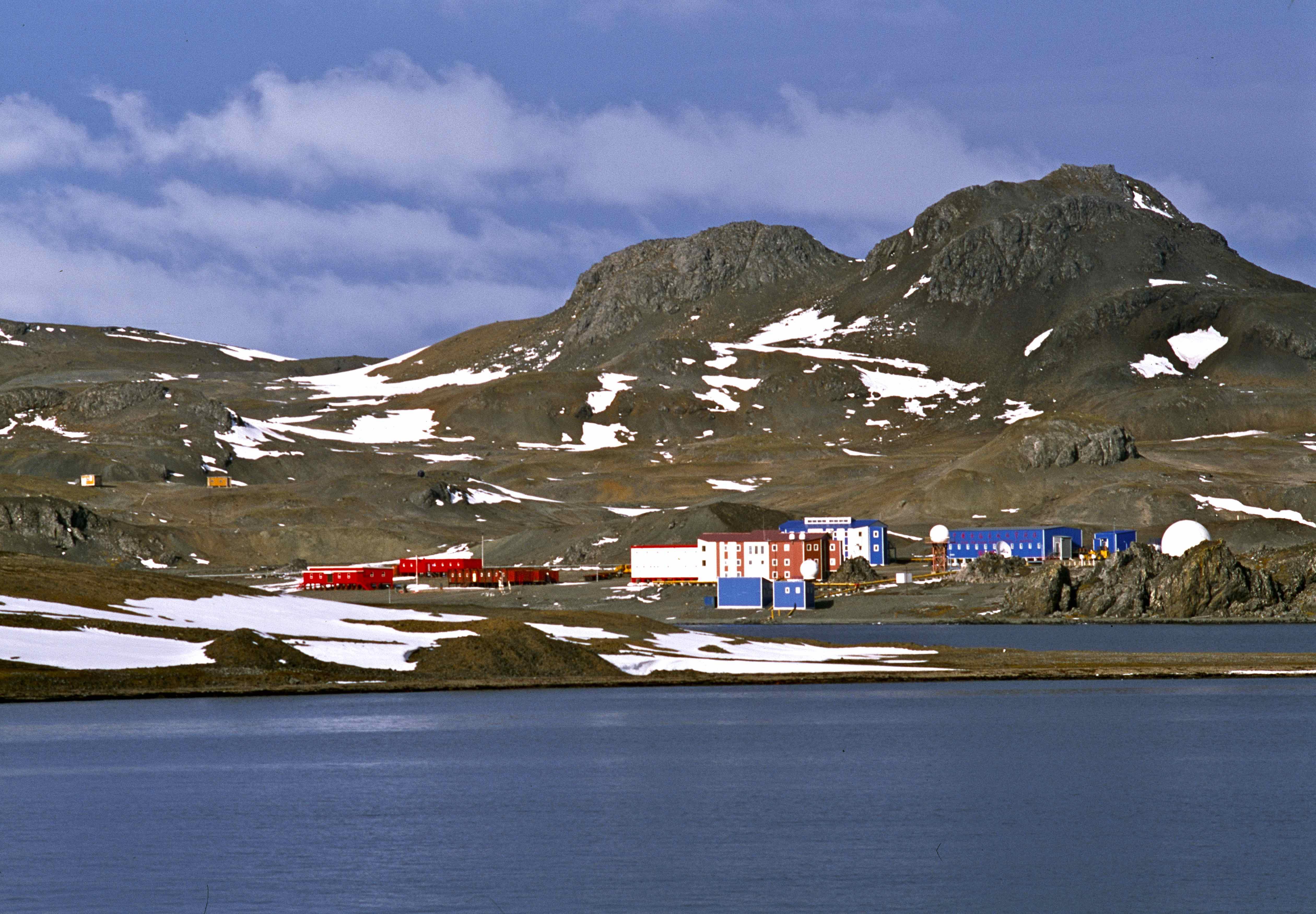 建在南雪特兰群岛最大的乔治王岛上的中国南极长城站